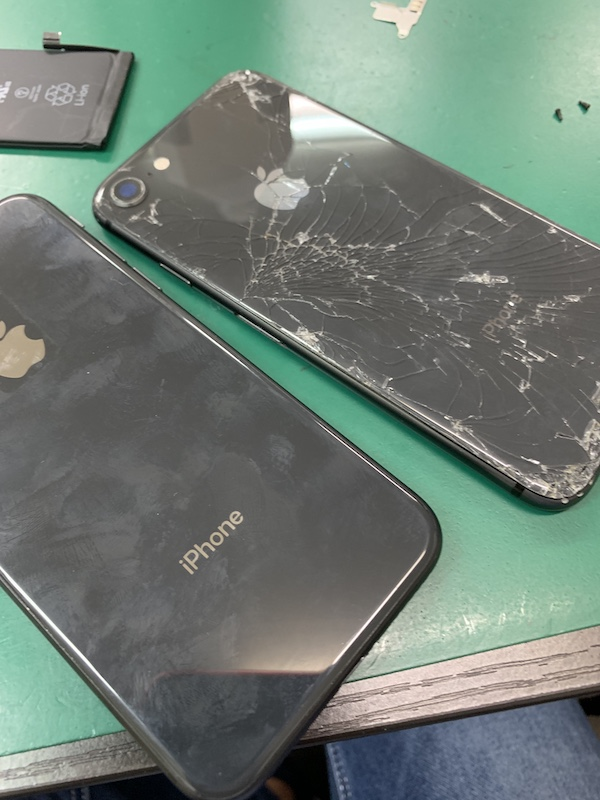 iPhone8背面割れ修理