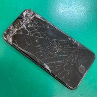 窓から落として液晶がバキバキになってしまったiPhone
