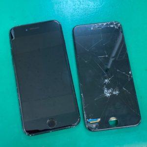 修理されたiPhone7と割れたパネル